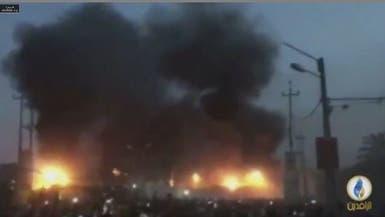 البصرة تنتفض.. حرق قنصلية إيران وإنزال العلم الإيراني