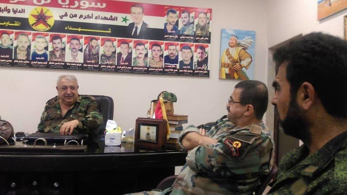 علي كيالي أو معراج أورال في مكتبه مع بعض عناصره