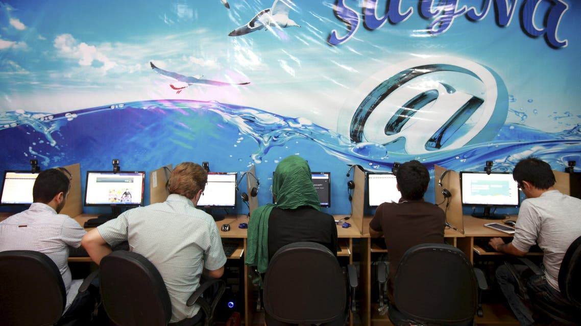 Iranians surf the Internet at a cafe in Tehran on September 17, 2013. (AP)