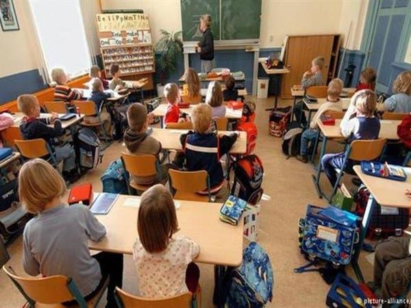 معارضة يمينية لإعادة تدريس اللغة العربية بمدارس فرنسا