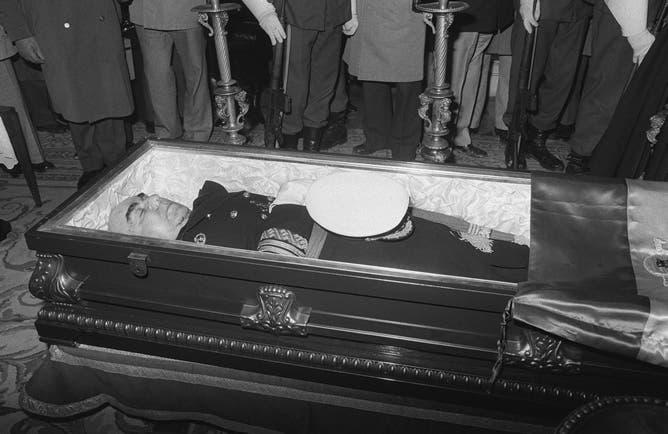 صورة لجثة رئيس وزراء إسبانيا لويس كاريرو بلانكو