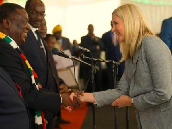 """مفاجأة عن شقراء في حكومة الرئيس """"التمساح"""" بزيمبابوي"""