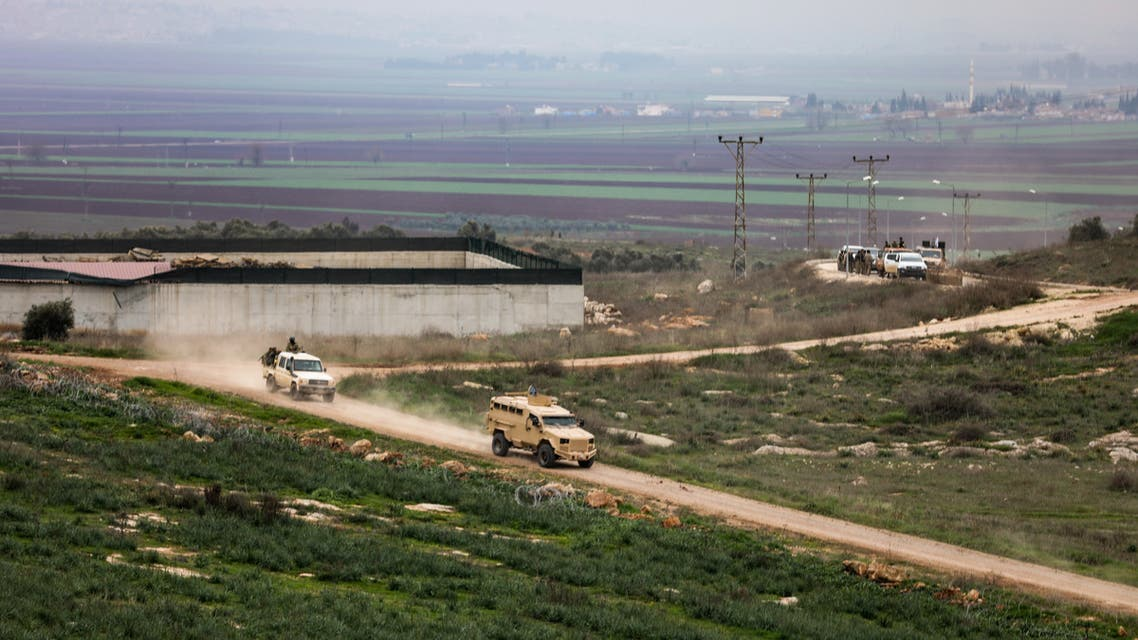 الجيش التركي يواصل إرسال التعزيزات إلى الحدود مع سوريا