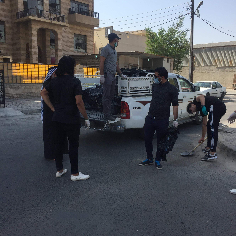 تظاهرة سلمية بالبصرة.. ومتطوعون يرممون الأملاك العامة