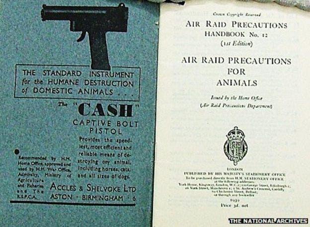 صورة لإحدى الإشعارات التي تطالب بإعدام الحيوانات الأليفة ببريطانيا قبل بداية الحرب