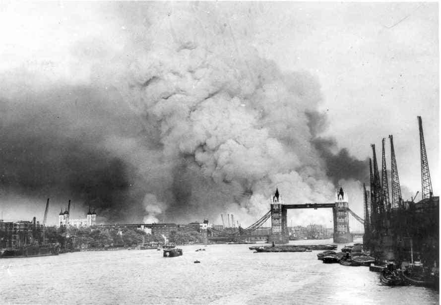 جانب من القصف الذي تعرضت له لندن خلال شهر أيلول سنة 1940