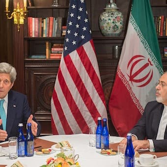 كيري: اجتمعت سراً بمسؤولين إيرانيين لإنقاذ