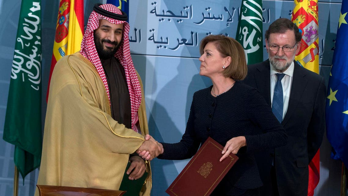 Saudi Arabia Crown Prince Mohammed bin Salman and Spain's then Defense Minister Maria Dolores Cospedal in Madrid on April 12, 2018. (File photo: AP)