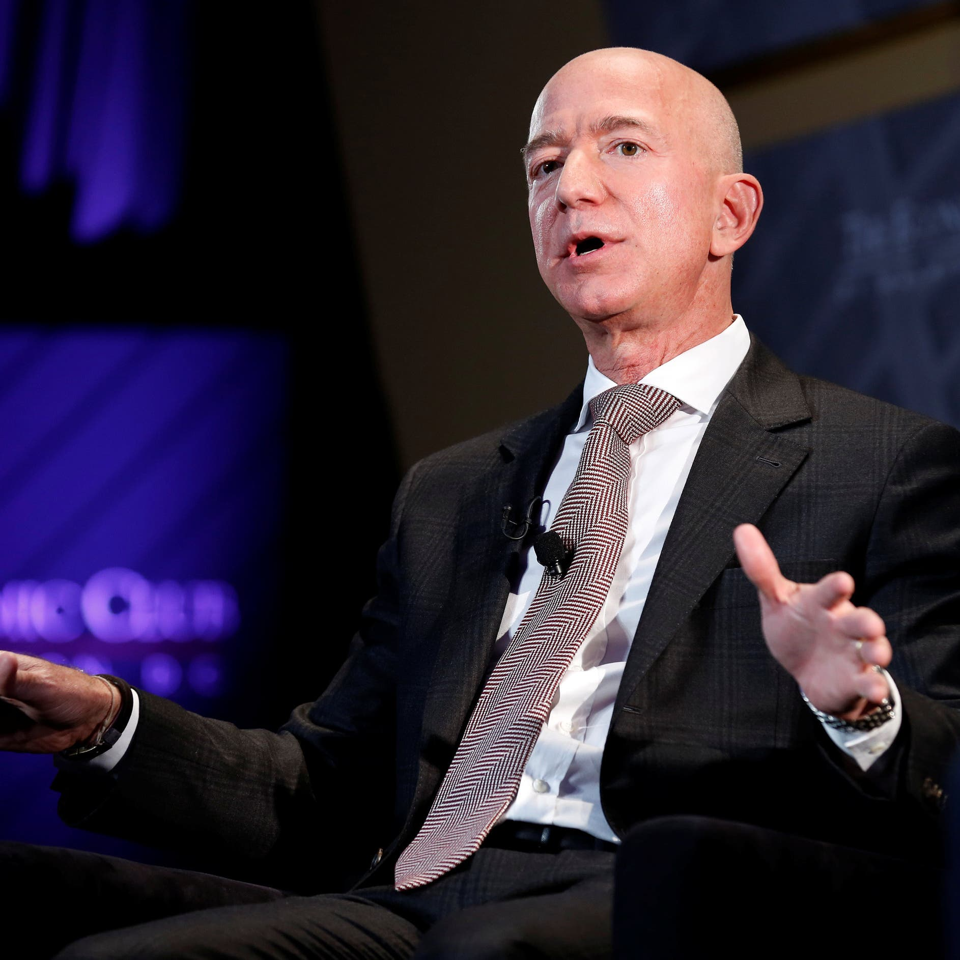 Bezos sells $2.4 bln of Amazon stock, bringing weekly shares sold to about $5 bln