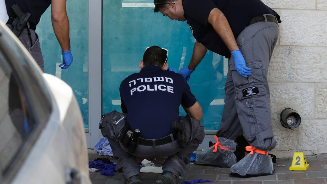 الشرطة الإسرائيلية في موقع الطعن عند غوش عتصيون