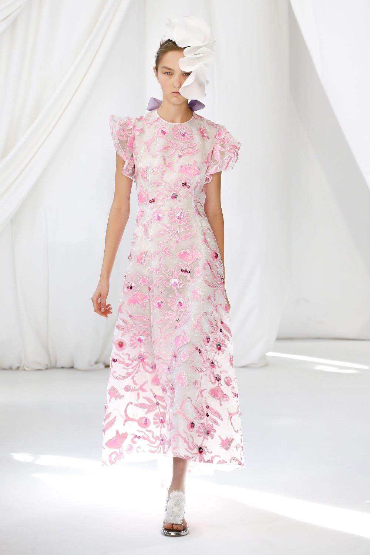 0a6ebcf4 8246 432b b883 ad4a3a85bb75 أجمل الفساتين من اسبوع الموضة في لندن،لاطلالة ساحرة!!