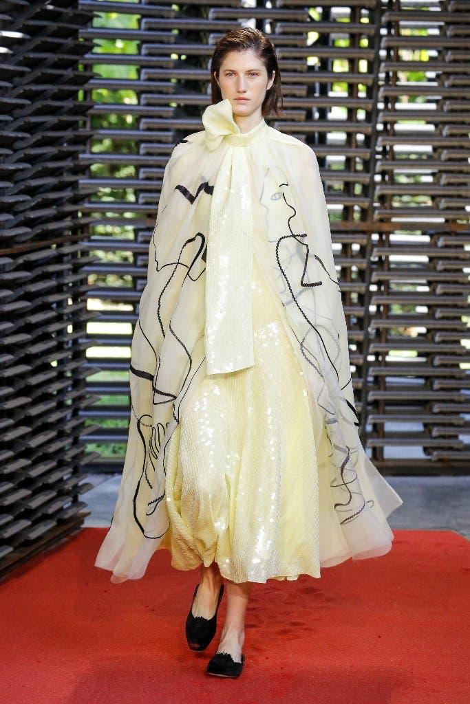 80a6dd17 424c 42b2 a525 1c088c647c94 أجمل الفساتين من اسبوع الموضة في لندن،لاطلالة ساحرة!!