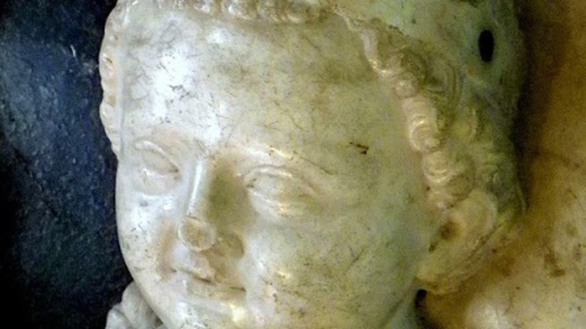 مجسّم للملك الرضيع جان الأول