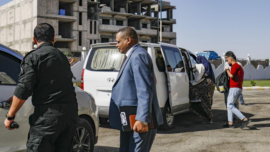 سودانية داعشية مع طفلها في القامشلي