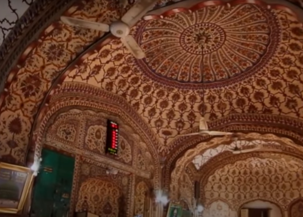 Built in 1753, the mosque is situated in the popular Kashmiri Bazaar and features three golden domes.