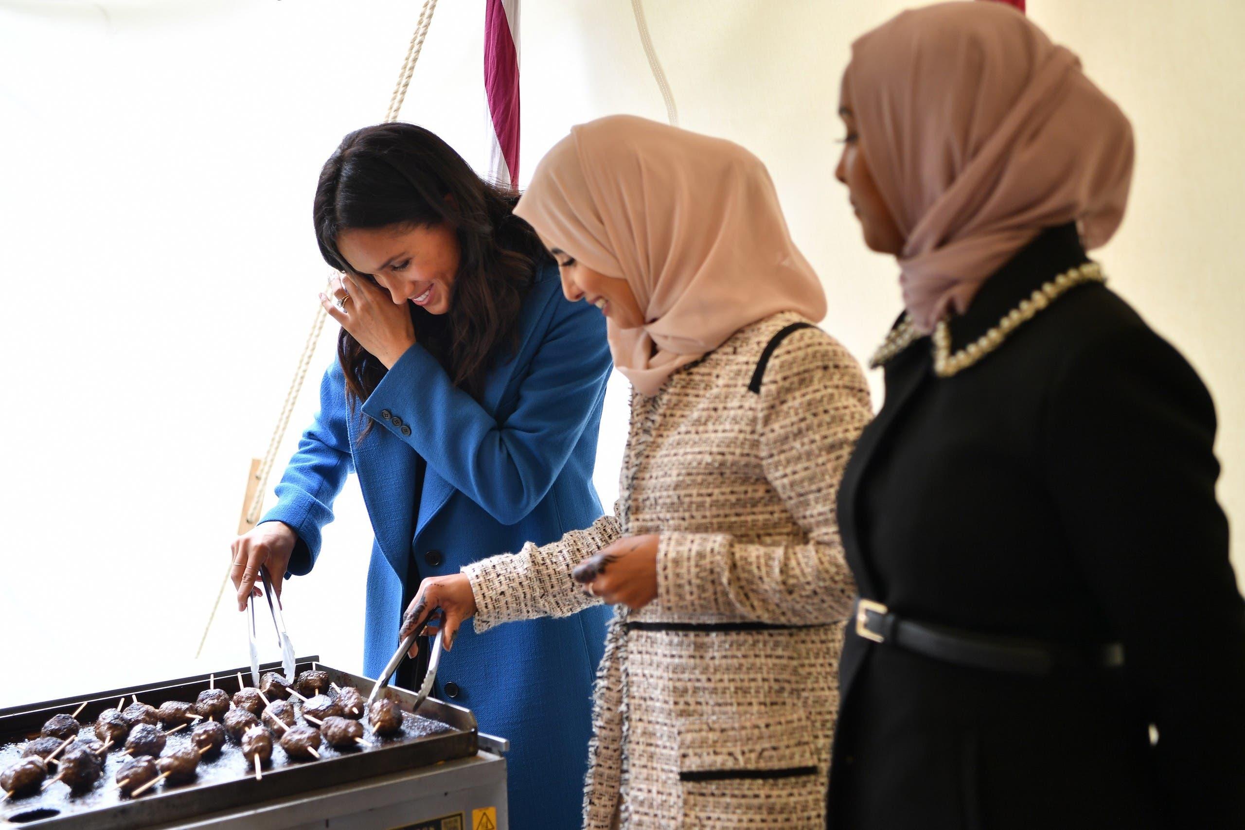 851d6cde ac61 4fdc 9f62 32da7aedc414 أم ميغان ميركل تشارك ابنتها العمل الخيري لصالح المسلمين  ونشر وصفات الطعام!!!