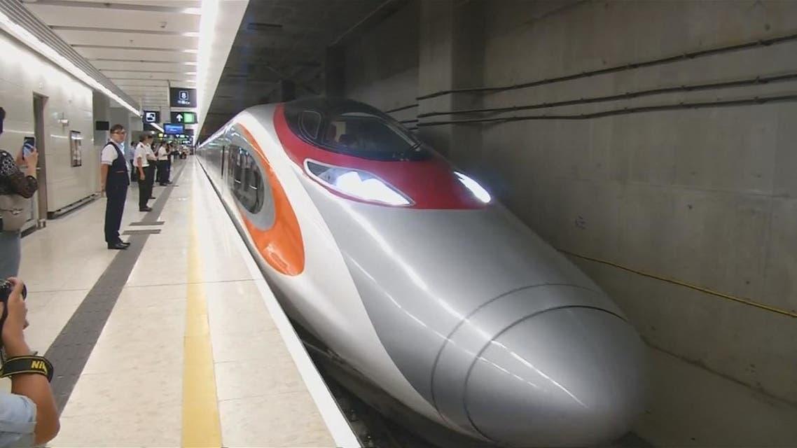 تعرف على القطار السريع الذي يربط هونغ كونغ بالصين