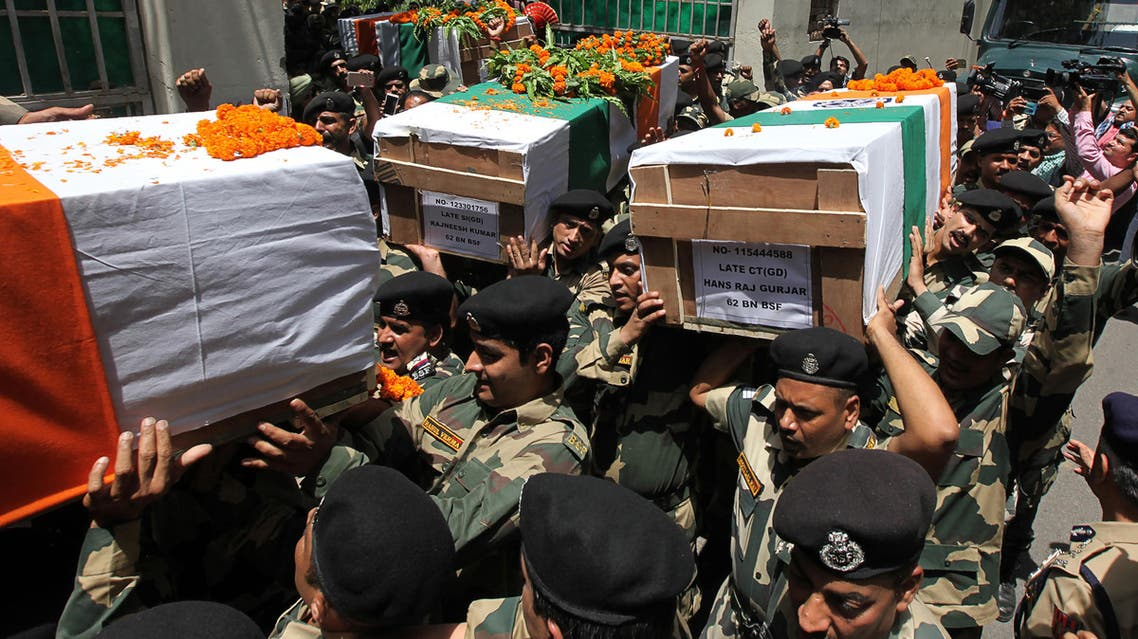 lice Indian police officers carry a coffins of colleagues in Srinagar on August 12, 2018 AFP