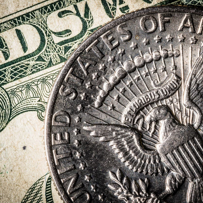 الدولار يتحرك صوب ذروة العام قبل بيانات التضخم