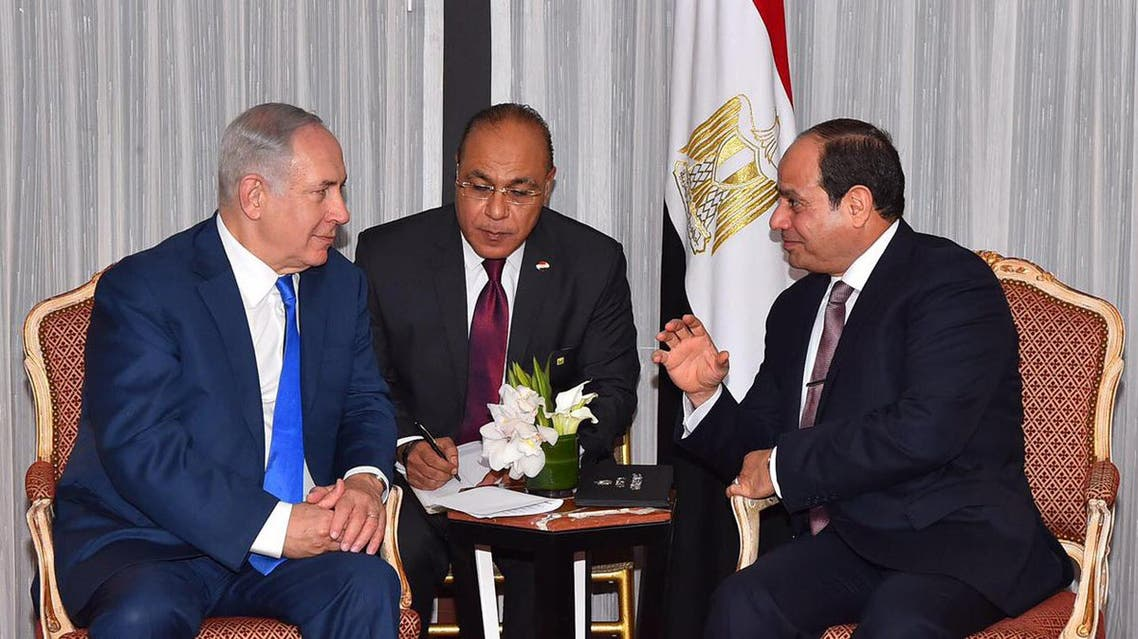 A handout released by the Egyptian Presidency shows Benjamin Netanyahu (L) with President al-Sisi in New York on September 18, 2017. (File photo: AFP)