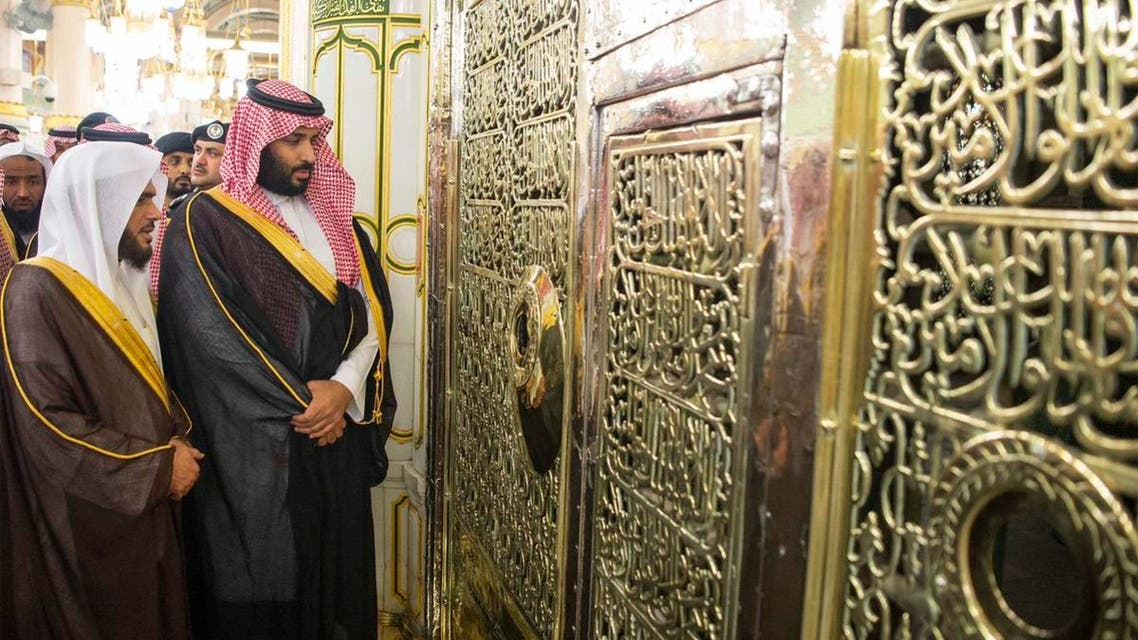 The King and Crown Prince then performed prayers at the mosque.