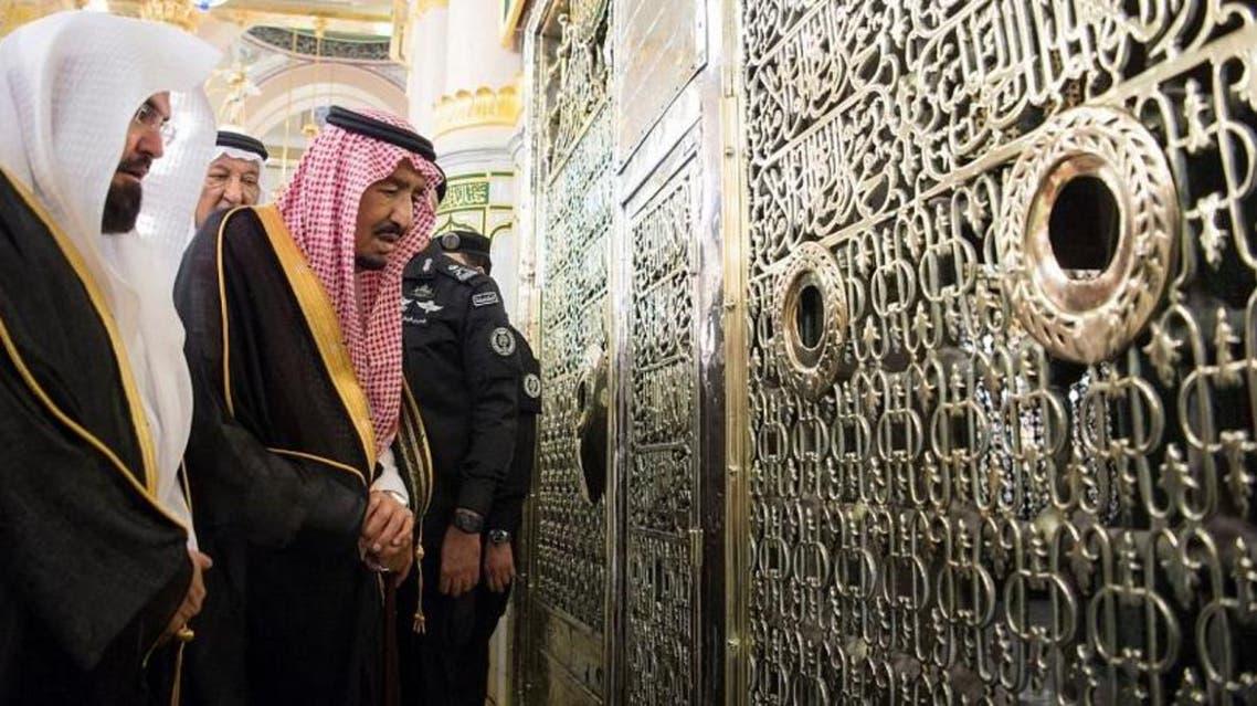 Saudi King visits Prophet's Mosque