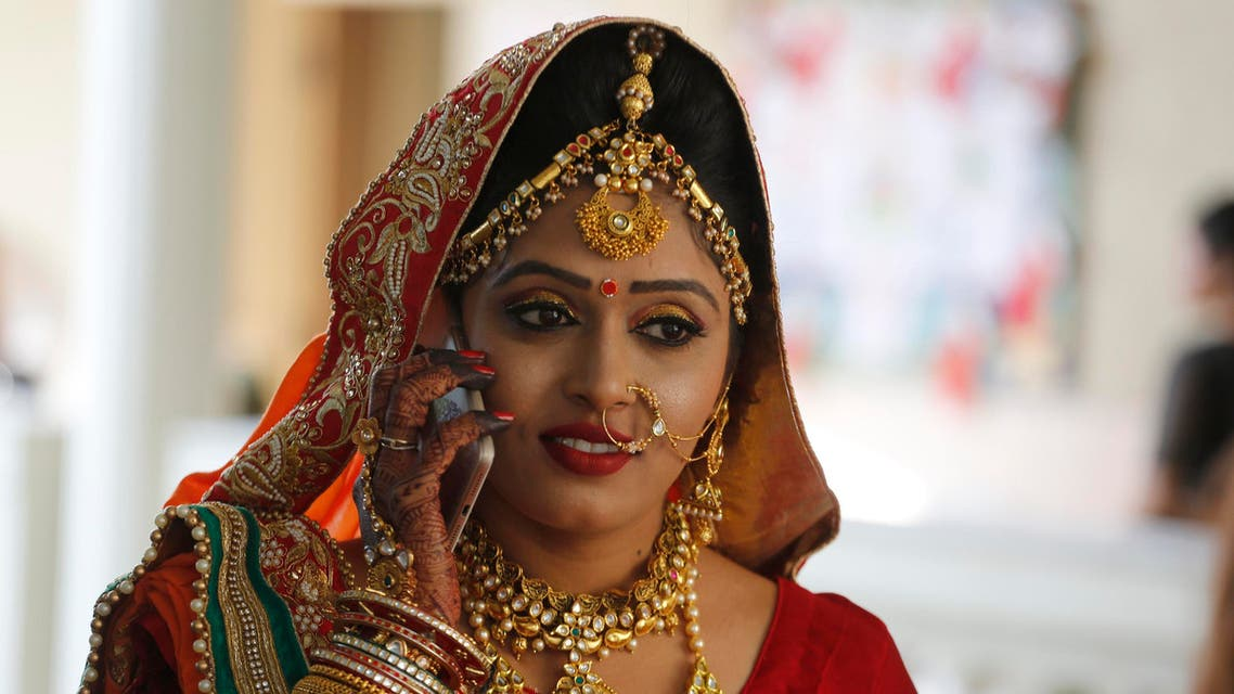 An Indian bride talks on mobile before a mass wedding in Surat on Dec. 24, 2017. (File photo: AP)