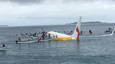 شاهد.. نجاة 47 شخصاً بأعجوبة بعد سقوط طائرتهم ببحيرة