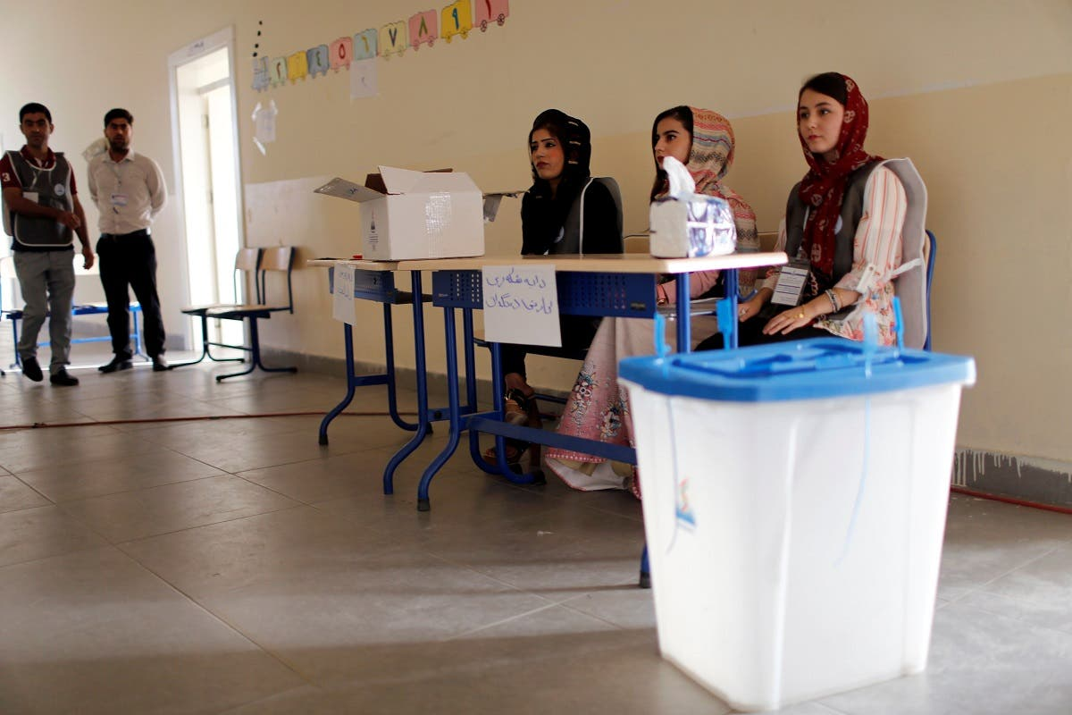 An Iraqi Kurdish man, casts his vote, during parliamentary elections in the semi-autonomous region, on the outskirts of Erbil, Iraq September 30, 2018. (Reuters)