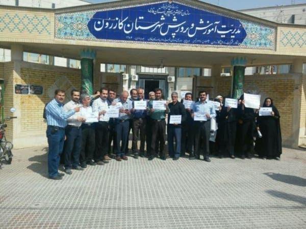 معلمون إيرانيون يواجهون الطرد والسجن منذ العام الماضي