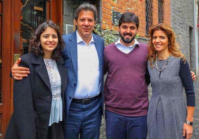 حداد مع زوجته طبيبة الأسنان آنا استيلا، وابنيهما آنا كارولينا وفريديريكو، البالغان 18 و25 سنة