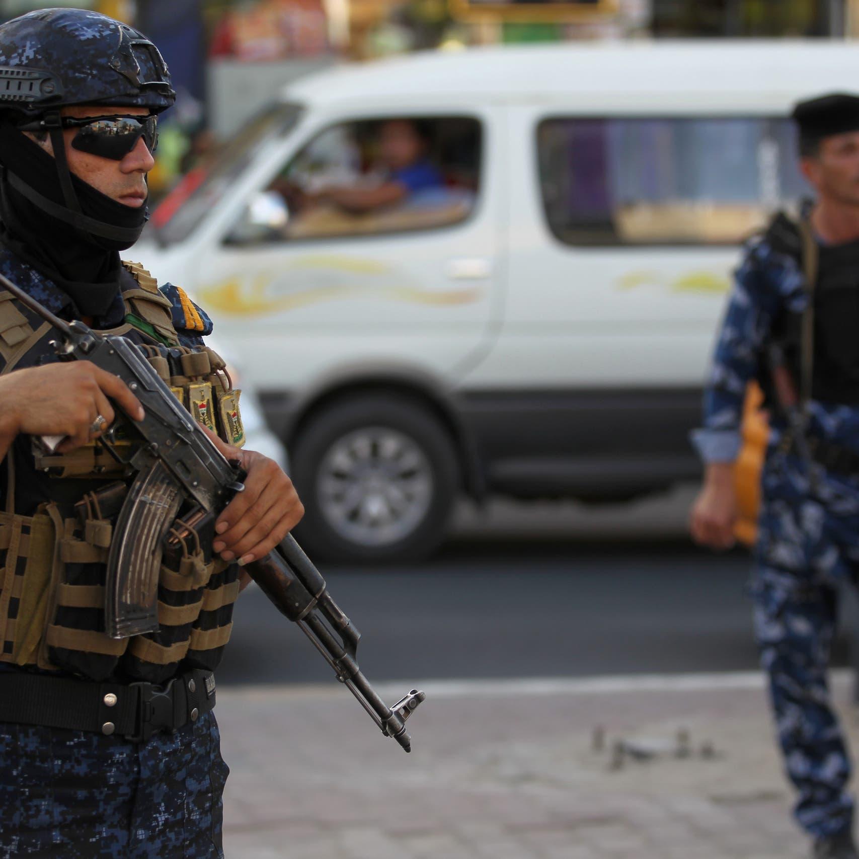 قوة أمنية تعتقل مدوناً وتصادر هاتفه الشخصي لأسباب مجهولة
