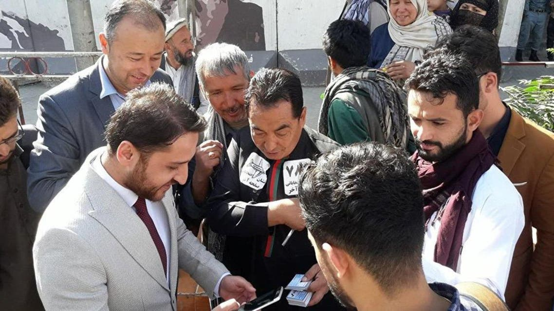 تنها نامزد انتخابات افغانستان که مردم طرح هایش را می خرند