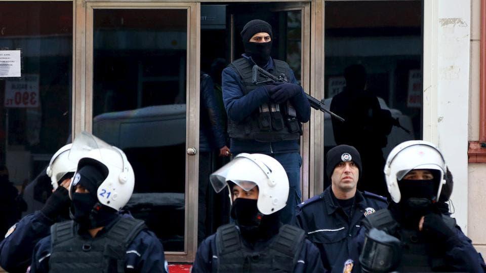 عناصر من الأمن التركي
