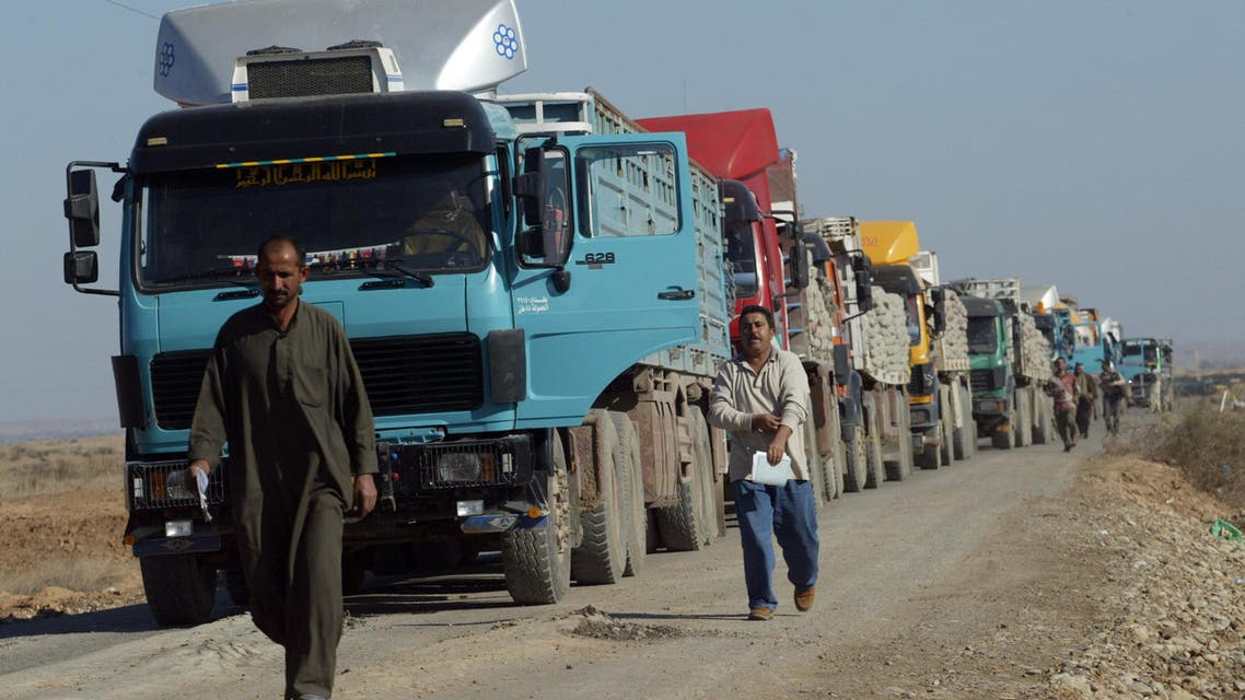 Trucks queue for inspection of goods coming from Iran through al-Shib Port, 145 km from the city of Amara, on December 16, 2009. (File photo: AFP)