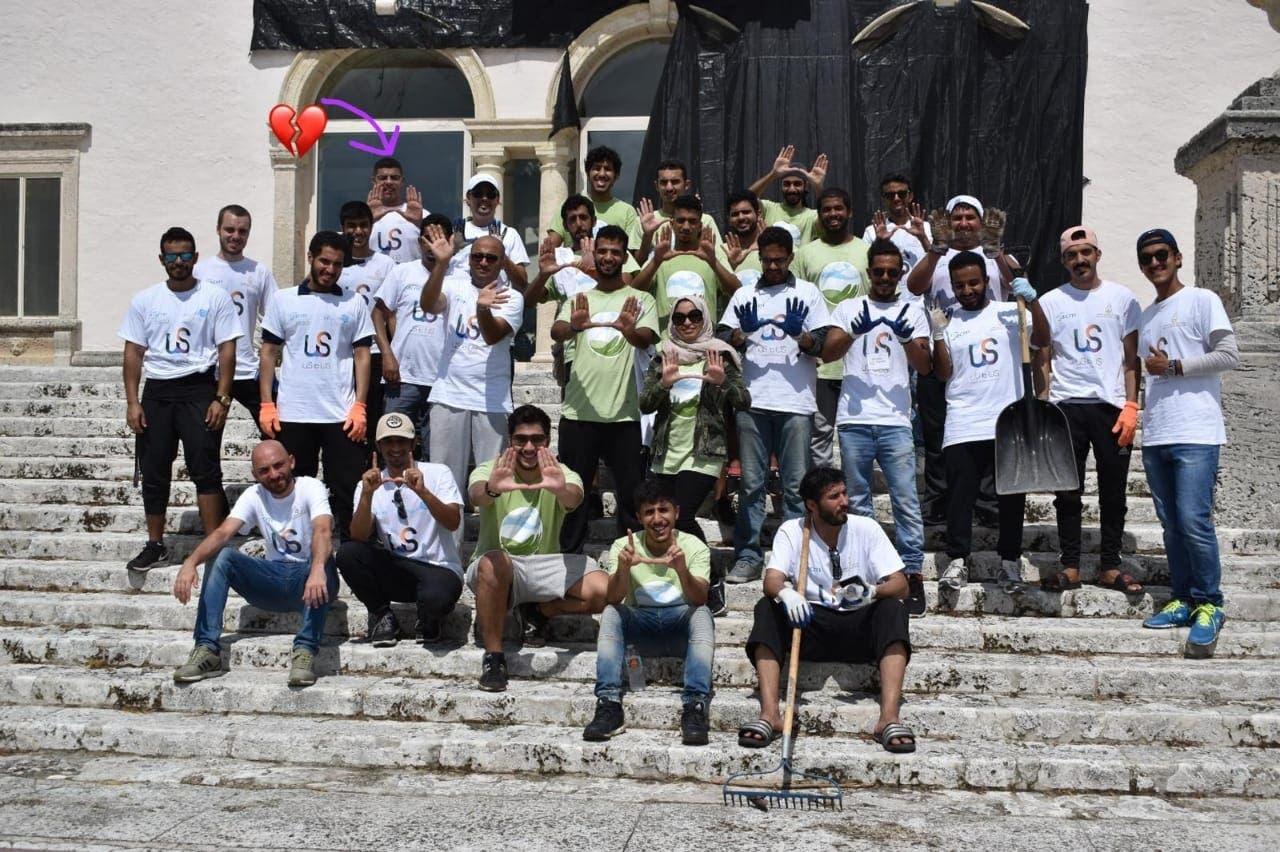 ياسر في أحد الحملات التطوعية بالجامعة