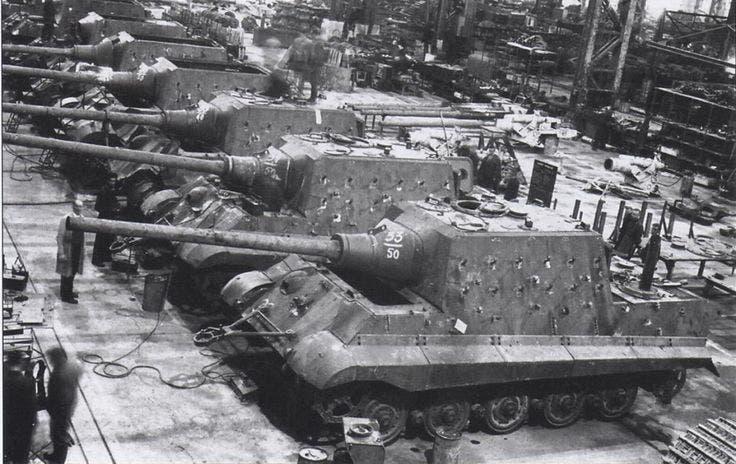 صورة من داخل أحد مصانع الدبابات الألمانية