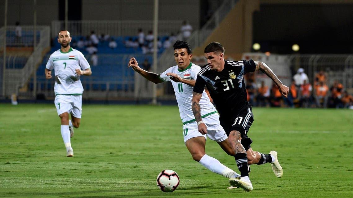 Argentine's Rodrigo De Paul (R) vies for the ball with Iraqi's Amjad Kadhim (L) during their International friendly football match in Riyadh on October 11, 2018. (AFP)