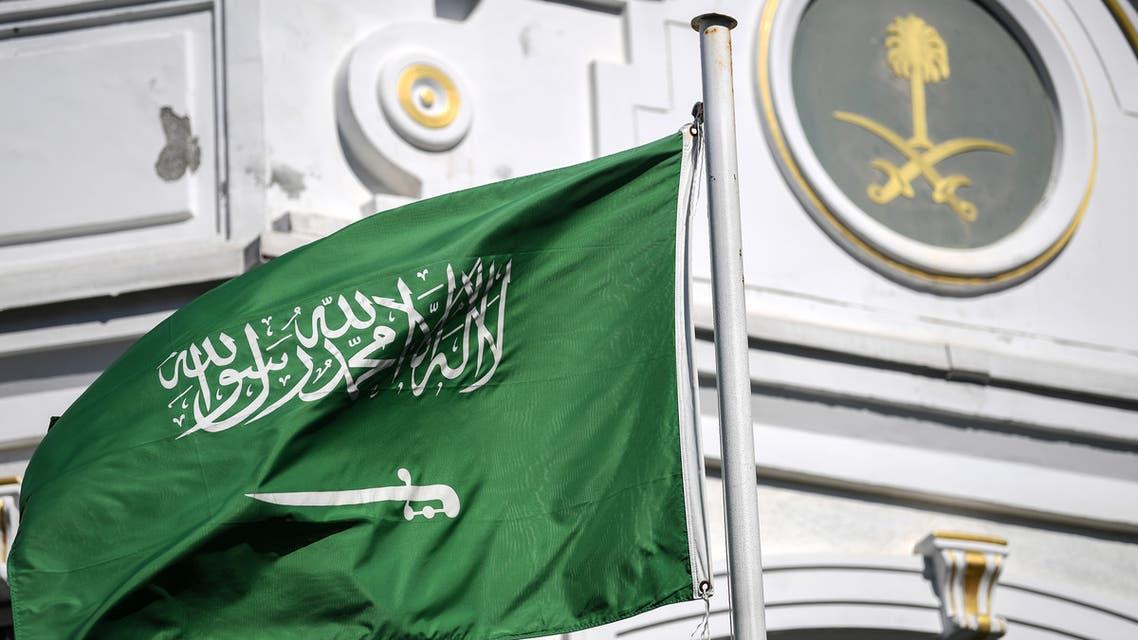 علم السعودية على مبنى قنصلية المملكة باسطنبول