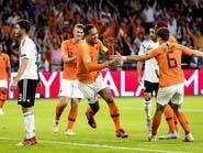 هولندا تهين ألمانيا وتهزمها بثلاثية قاسية