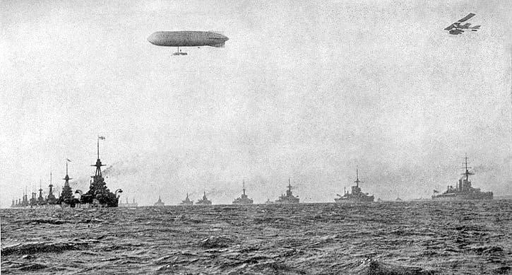 صورة لجانب من السفن الحربية البريطانية قبل بداية الحرب العالمية الأولى