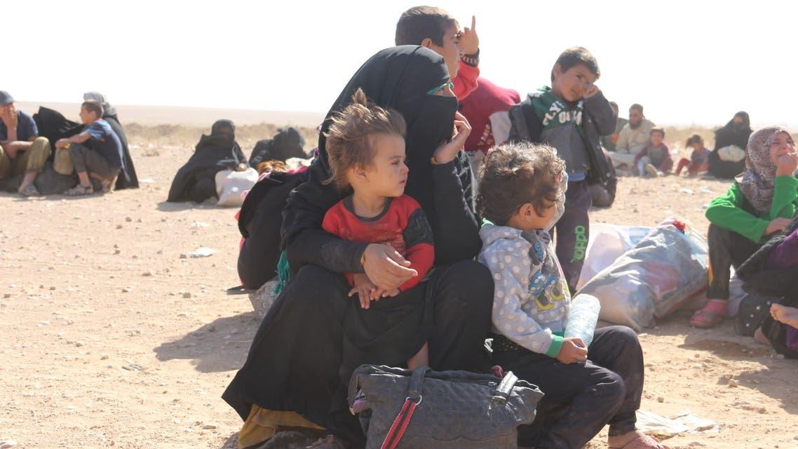نازحون فارون من مناطق داعش لمناطق نفوذ قوات سوريا الديموقراطية.