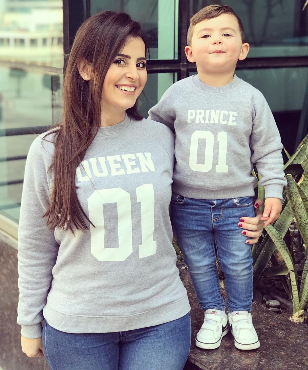 جايدن برفقة والدته التي تدير صفحته على موقع إنستغرام
