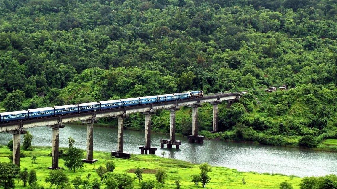 Mandovi Express crossing Shastri Bridge near Sangameshwar Railway Station in India's Maharashtra state. (Supplied)