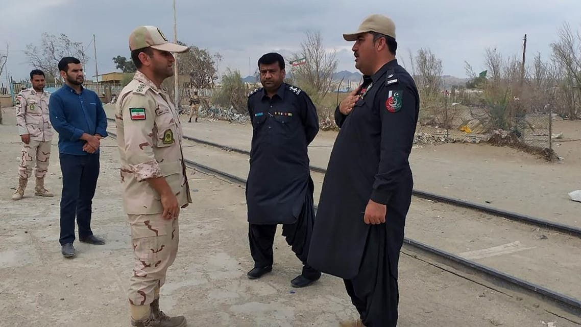 In this photo taken on October 16, 2018, a Pakistani border security official (R) and an Iranian border official meet at Zero Point in the Pakistan-Iran border town of Taftan. At least 11 Iranian security personnel, including Revolutionary Guards intelligence officers, were abducted on the southeastern border with Pakistan on October 16, state media reported. State news agency IRNA said 14 troops were seized, while local media and other sources gave the number as 11.