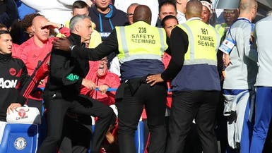 الاتحاد الإنجليزي يعاقب مساعد ساري ويحذر مورينيو