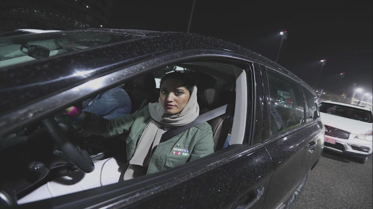سعوديات يشاركن في طواف حلبة الفورمولا بالبحرين