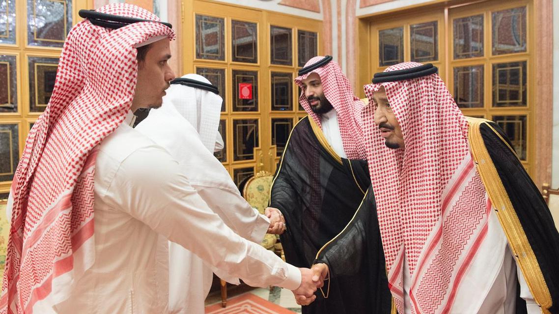 الملك سلمان وولي العهد يستقبلان عائلة خاشقجي