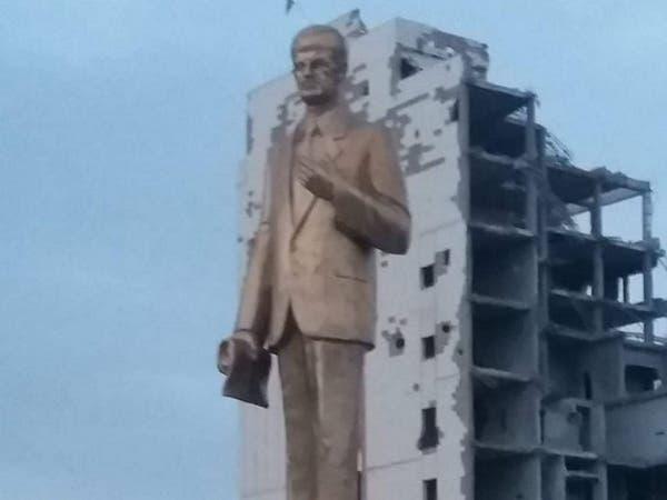 نصب حافظ الأسد فوق أنقاض دير الزور.. إعمار بطعم المرارة