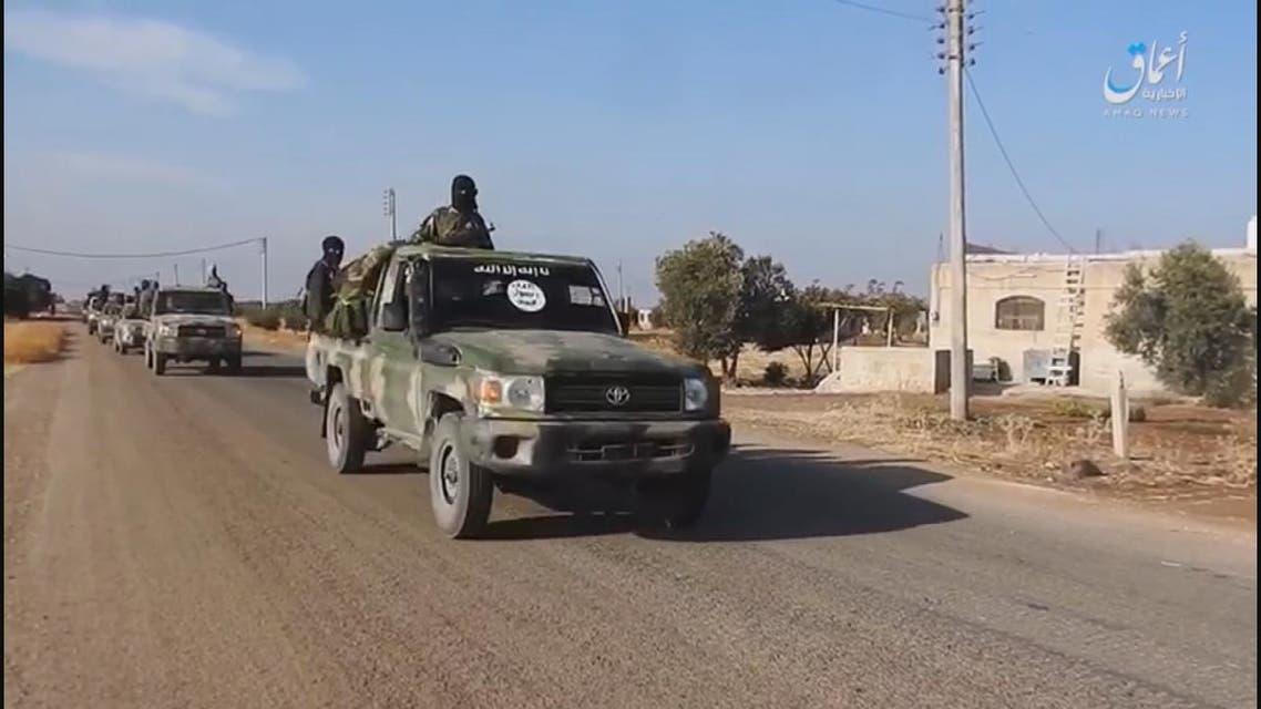 داعش يطرد الميليشيات الكردية من آخر معاقلِها بدير الزور مستغلاً الأحوالَ الجوية